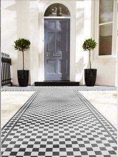 Love the outdoor tiles from Topps - Victorian Black/White Chequer Victorian Front Garden, Victorian Front Doors, Victorian Tiles, Victorian Terrace, Modern Victorian, Victorian House, Victorian Hallway, Victorian Design, Victorian Era