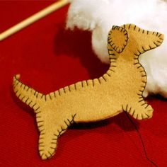 DIY felt dachshund ornaments - I know what everyone is getting this christmas!!