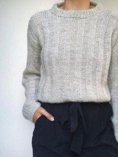 Vertical Stripes Sweater by Petiteknit Isager kit - Petite Sweater - Ideas of Petite Sweater - Vertical stripes sweater by PetiteKnit light grey knitted sweater. How To Start Knitting, Vertical Stripes, Slow Fashion, Autumn Fashion, Pulls, Capsule Wardrobe, Ideias Fashion, Knitwear, Womens Fashion