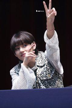 "taehyung pics⚡️ on Twitter: ""… """