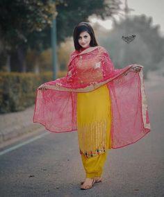 Party Wear Indian Dresses, Pakistani Fashion Party Wear, Designer Party Wear Dresses, Indian Fashion, Punjabi Suits Designer Boutique, Indian Designer Suits, Punjabi Suit Simple, Round Stairs, Nimrat Khaira