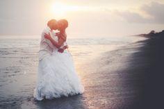 LOVE by Ronny Yax on 500px #art #beach #boda #couple #hug #kiss #love #sun #wedding #canon