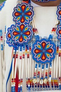 Keep calm and pearl on – BEAD Native American Regalia, Native American Design, Native American Crafts, Native American Beadwork, Native Beading Patterns, Beadwork Designs, Indian Beadwork, Native Beadwork, Nativity Crafts