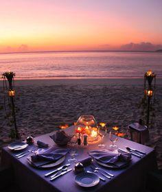 Cosa c'è di più romanico di una cena al tramonto a lume di candela ...  alle Seychelles! #viaggi #travel #alba #tramonto #sunset #sunrise #weekendromantico #seychelles