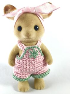Pink & Green Crochet Overalls on Momma Calico Critters Sylvanian OnACalicoDay Sylvanian Families, Old Fashioned Cherries, Calico Critters Families, Family Crafts, Tiny Dolls, Minis, Doll Clothes Patterns, Yarn Needle, Crafts To Do