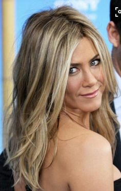 i have never seen jennifer anniston look bad relaxed great cut and color