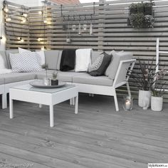 In der Umgebung - Altan & Växthus - Hemma hos Enslagsverklig . Outdoor Lounge, Outdoor Rooms, Outdoor Dining, Outdoor Furniture Sets, Porch Styles, Garden Fence Panels, Small Balcony Decor, Backyard Patio Designs, Small Space Gardening