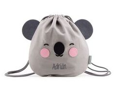 Mini Mochila Saco Personalizable Eef Koala Gris Sewing For Kids, Baby Sewing, Mini Mochila, Fabric Bags, Baby Kind, Kids Bags, Cute Bags, Purses And Bags, Sewing Projects