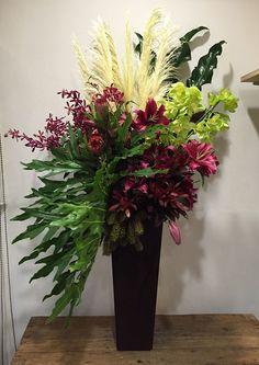 Printing Model Architecture Flowers In Hair Hippie Lace Hotel Flower Arrangements, Flower Arrangement Designs, Vase Arrangements, Beautiful Flower Arrangements, Flower Centerpieces, Flower Vases, Flower Decorations, Beautiful Flowers, Altar Flowers