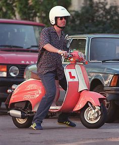 Noel Gallagher on a Vespa! Vespa, Liam Gallagher, Britpop, Great British, Italian Style, My Room, Oasis, The Outsiders, Celebrities