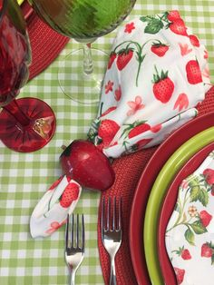 Green Gingham and Strawberries, a Table for Summertime — Whispers of the Heart Strawberry Kitchen, Strawberry Farm, Strawberry Cookies, Strawberry Recipes, Strawberry Shortcake, Strawberry Crafts, Strawberry Fields, Gingham Tablecloth, Table Place Settings