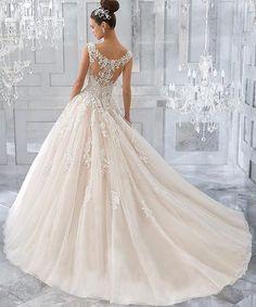 Obsessed! This #stunning beauty will be arriving soon! We can't wait! #sneekpeek #fall17 @morileeofficial @madelinegardner #wedding #weddingdress #nola http://gelinshop.com/ipost/1518483985385143265/?code=BUSvSOyADvh