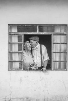 Find and save bold images of black and white. Black and white fashion and photography to collect. Best black and white food for your tastes. Elderly Couples, Old Couples, Cute Couples, Mature Couples, Cute Relationship Goals, Cute Relationships, Couple Relationship, Old Love, All You Need Is Love