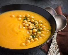 Zuppe invernali: le ricette semplici, leggere e dietetiche le trovate di seguito, per una piccola scorta in vista dell'arrivo dell'inverno. L'autunno è già arrivato, ed i primi freddi ci fanno venire