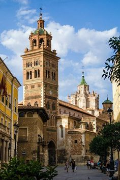 Catedral de Teruel, Spain an example of mudejar style mixing moorish and gothic Cool Places To Visit, Places To Go, Spanish Towns, Southern Europe, Largest Countries, Spain And Portugal, Architecture Old, Beautiful Buildings, Kirchen