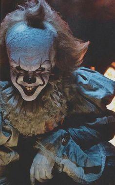 """IT""  favorite movie ever Creepy Clown, Clown Halloween, Le Clown, Halloween 2017, Clown Mask, Horror Art, It Horror Movie, Horror Icons, Arte Horror"