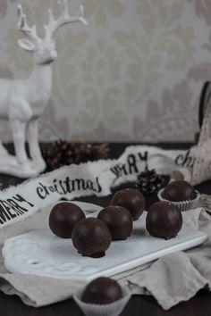 Nutella Balls - Nutellateig mit Frischkäse-Nutella-Creme wie Cake Pops - http://schokoladenfee.net/adventskalender-tuerchen-nummer-20-emmas-lieblingsstuecke-praesentiert/