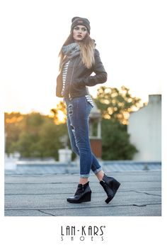 Wygodne wysokie buty? Koturny!  #shoes #lankars #black #leather #warm #autumn #fall #roof #rooftop #viev #trees #girl #woman #model #makeup #outfit #casual #photoshoot #comfortable