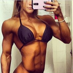 I just LOVE women who LIFT!!!