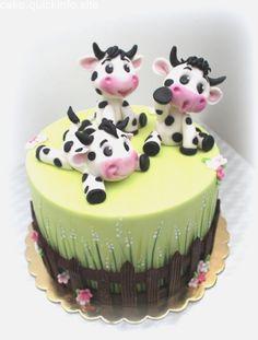 Veselé kravičky by Lucie Milbachová - Cake Decorating Simple Ideen Bolo Fondant, Fondant Cakes, Cupcake Cakes, Cake Decorating Techniques, Cake Decorating Tips, Cow Birthday Cake, Cow Cakes, Farm Cake, Animal Cakes