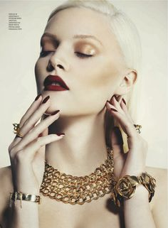 Gorgeous red lips and gold statement jewelry beauty-in-the-attic:  ♡A R T♡- classic and timeless style!