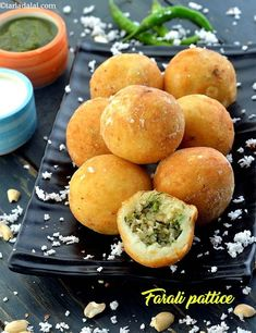"Farali Pattice ( Mumbai Roadside Recipes 😗 Who says a person cannot feast when fasting! Faral means ""fast"" and these pattice are designed… Indian Snacks, Indian Food Recipes, Vegetarian Recipes, Snack Recipes, Cooking Recipes, Fast Recipes, Veg Recipes, Cooking Time, Sabudana Recipes"