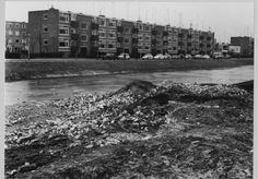 Groningen<br />De stad Groningen: Hora Siccamasingel met de opgraving van kasteel de Wijert in 1968