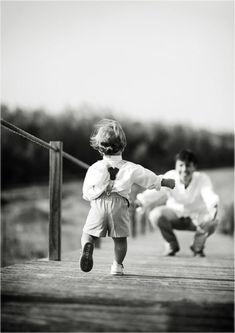 UM PASSO DE CADA VEZ - BABY STEPS: A vida passa rápido mas, acredito que temos tempo suficiente para criar tudo o que mais nos sentimos guiados a manifestar na nossa vida quando aprendemos a nos priorizar, a definir metas e passos diários que nos ajudem a realizar nossos sonhos. Sim, sou adepta dos baby steps e, para mim, eles são fundamentais e são com eles que aprendemos nossas maiores lições.