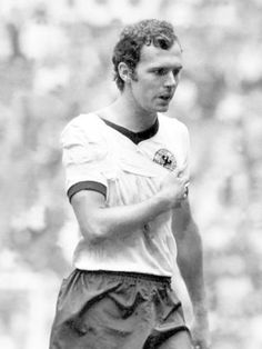 "Franz Beckenbauer, Game of the Century"" 17 June 1970 Best Football Players, Good Soccer Players, World Football, School Football, Football Soccer, Soccer Stars, Sports Stars, Soccer Post, Fifa"