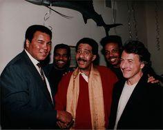Ali, Richard Pryor & Dustin Hoffman. Mohamed Ali, Celebrity Look, Celebrity Pictures, Mike Tyson Training, Ebony Magazine Cover, Muhammad Ali Boxing, Richard Pryor, Float Like A Butterfly, Black Comics