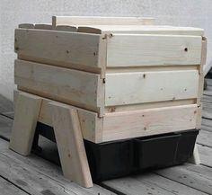 How to Build a Worm Farm ML: I really like the idea. Food for chickens, fishes, plants. in last case.