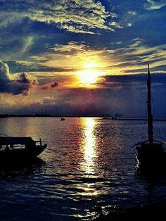 sunsets & sailboats.