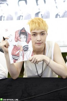 130608 EXO Official LINE account updated with their individual photo at Busan Fansign -Lay