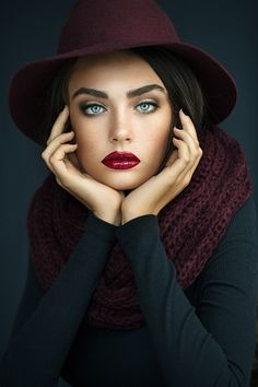 Wow check this beautiful fashion poses! Photography Poses Women, Glamour Photography, Portrait Photography, Fashion Photography, Portrait Poses, Studio Portraits, Female Portrait, Most Beautiful Faces, Beautiful Eyes