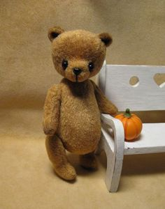 Quirky Artist Loft: Free Pattern: Tiny Antique Bear