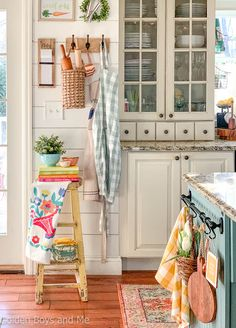 Happy Saturday It s the small details that are always my favorite part of any decor and this little corner of my kitchen is chock full of them I made the SnapWidget # Cottage Kitchens, Farmhouse Sink Kitchen, Kitchen Redo, New Kitchen, Home Kitchens, Kitchen Remodel, Kitchen Ideas, Design Kitchen, Farmhouse Decor
