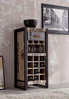 Cooles Design aus Mangoholz und Eisen: Die FACTORY-Möbel sind nicht nur praktisch, sondern besitzen auch eine unendliche Lässigkeit. Der Industrial-Look lässt sich zudem perfekt mit schon vorhandener Einrichtung kombinieren – probieren Sie es aus! #möbel  #wohnzimmer #holz #massivholz #wood #design #homeinterior #interiordesign #home #decor #einrichtung #furniture #storage #livingroom #ideas #industrial #industrialchic #mango #eisen #iron #bar #drinks #getränke #weinregal #massivmoebel24