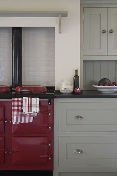 Country kitchen w/ red AGA cooker; cabinets by Landmark Country kitchen w/ red AGA cooker; cabinets by Landmark Aga Kitchen, Unfitted Kitchen, Kitchen Paint, Home Decor Kitchen, Kitchen Cabinets, Shaker Cabinets, Kitchen Grey, Kitchen Modern, Kitchen Backsplash