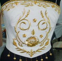 Gold Embroidery, Embroidery Patterns, Folk Fashion, Gold Work, Henna Art, Design Elements, Needlework, Decorative Pillows, Sewing