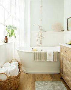 Petite salle de bains lumineuse