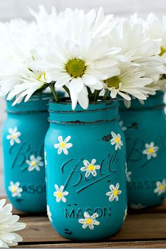 Lovely daisies set off the mason jars' cheerful blue in this simple spring craft.