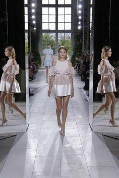 La robe ruban de Balenciaga