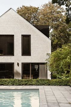 Roof Design, Exterior Design, House Design, Quebec, La Shed Architecture, Garage Extension, 1920s House, Contemporary Windows, Lake Cottage