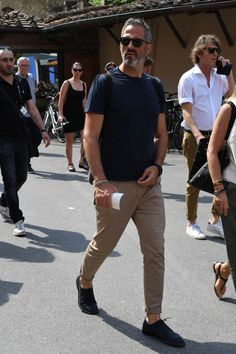 Men's Casual Men's Fashion Tips For Always Looking Great Mature Mens Fashion, Men's Casual Fashion Tips, Old Man Fashion, Work Fashion, Daily Fashion, Casual Outfits, Fashion Outfits, Sneakers Fashion, Style Fashion