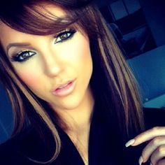 i want to look like her <3 she is so beautiful. everything about her. her hair.. perfection. her makeup, flawless.