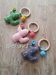 Bijtring/rammelaar Crochet Baby Mobiles, Crochet Baby Toys, Crochet Gifts, Crochet Animals, Crochet Cactus, Love Crochet, Crochet For Kids, Crochet Yarn, Crochet Pencil Case