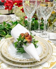 Christmas Entertaining, Table Arrangements, Dinner Table, New Years Eve, Tablescapes, Dinnerware, Table Settings, Table Manners, Sweet Tables