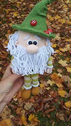 Forest gnome interior toy - HELA'S - Amigurumi - Amigurumi Tips Crochet Christmas Decorations, Christmas Crochet Patterns, Holiday Crochet, Crochet Animal Patterns, Easter Crochet, Stuffed Animal Patterns, Crochet Patterns Amigurumi, Cute Crochet, Crochet Animals