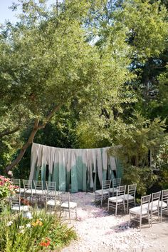 Beautiful and simple way to make a backdrop for an outdoor ceremony