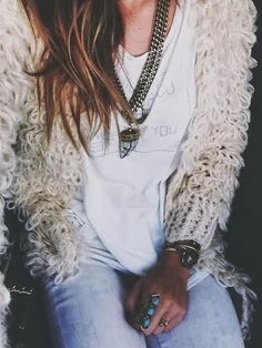 Discover : Ivana Revic From California Style Hippie Chic, Gypsy Style, Bohemian Style, Boho Chic, Bohemian Fall, Mode Boho, Autumn Clothes, Outfits With Converse, Estilo Boho